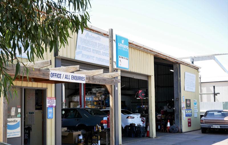 Bruce-Steve-Automotives-Port-Augusta-Shop-Front-Leaves